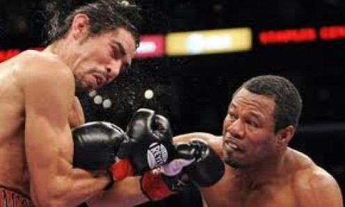Sugar Shane Mosley, right, put a beating on Antonio Margarito and then knocked him out to win the welterweight championship for the second time.