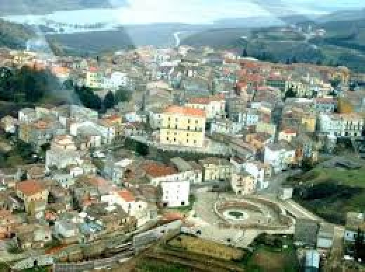 This is a photo of Genzano town, at the bottom right is the fountain Cavallina, past the walls is the Greek chasm or ravine. Today a couple of large concrete walls have been build in the chasm to stop the erosion.