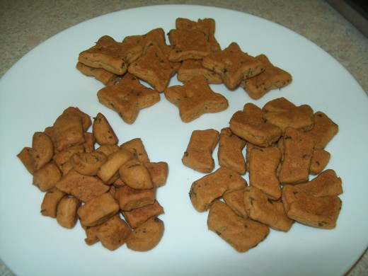 Homemade Peanut Butter and Parsley Dog Treats in 3 Different Sizes