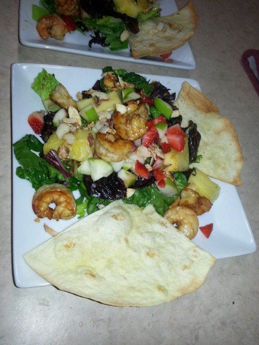 Bahama Breeze Cubra Libre Shrimp Salad . Assembling the plates
