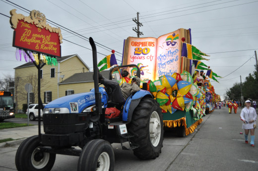 Last year was the Orpheus' 20th anniversary, as their title float announces. They recreated one float from each year's theme. Meanwhile the tractor driver catches up on some zzzs before facing the crowds