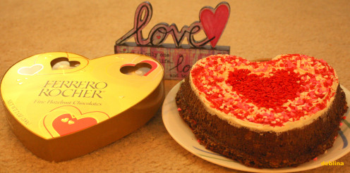 Chocolates N Cakes are the most favored V-Day gifts