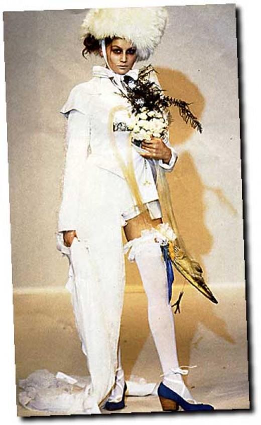 أغرب فساتين الزفاف