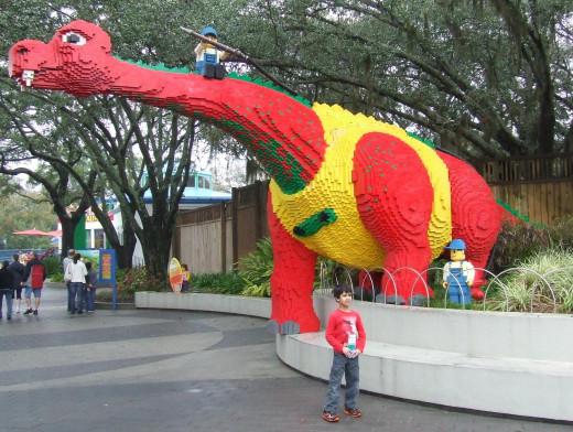 The entrance dinosaur that sprays water.