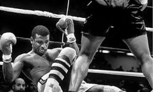 Michael Spinks lost his undefeated record in 91 seconds against Mike Tyson in 1988. Tyson retained the heavyweight tile in Atlantic City, New Jersey in June of 1988.