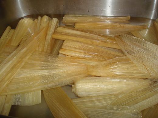 corn husks soaking in hot water