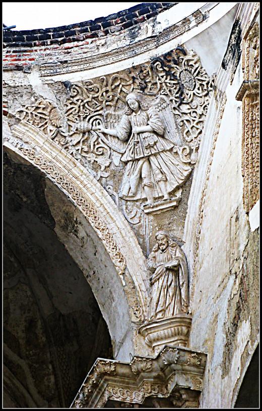 Architecture inside the Cathedral de Santiago