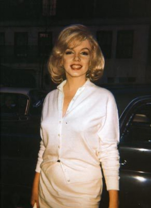 Marilyn in a pencil skirt, sweater, and button-down blouse.  The day-time bombshell look done right!