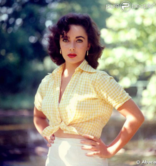 Elizabeth Taylor looking lovely and casual.