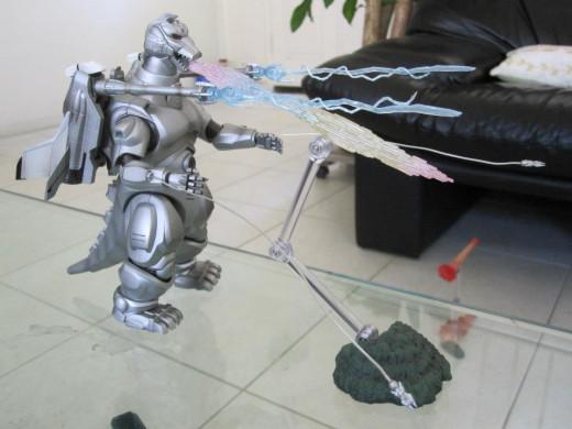 With the SH MonsterArts Garuda and its accessories, SH MonsterArts MechaGodzilla displays its full firepower.