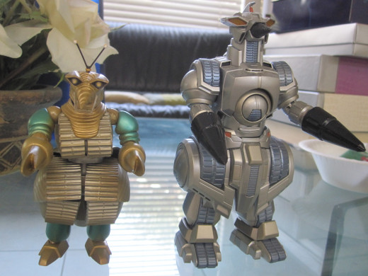 The figure on the right is a SH Monsterarts while the figure on the left is a Kaiyodo Revoltech.