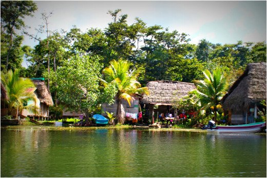 Life on the Rio Dulce
