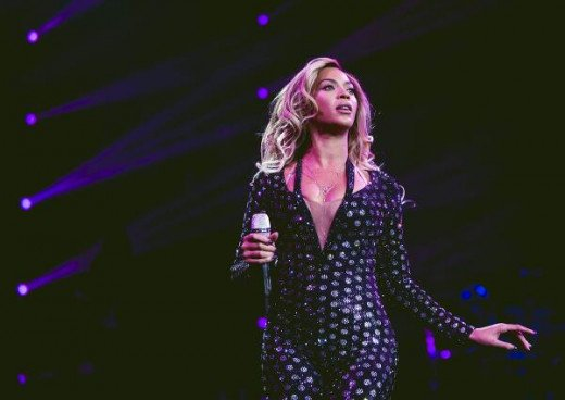 Beyoncé performing in Glasgow, Scotland, on Feb 20, 2014. Mrs. Carter Show World Tour.