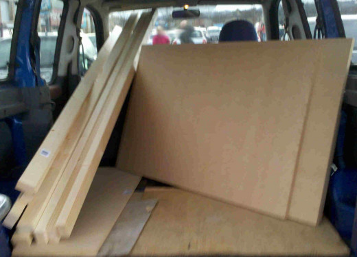 P02 - the wood in the back of a Berlingo car