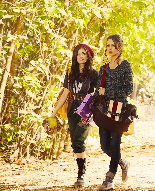 They Seem Like Really Close Friends, Aria And Spencer, Does Aria Suspect Something Is Off With Her?!