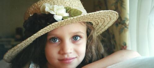 Little Girl In Hat kinder Spirits