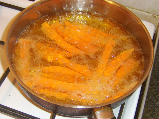 Deep frying sweet potato chips