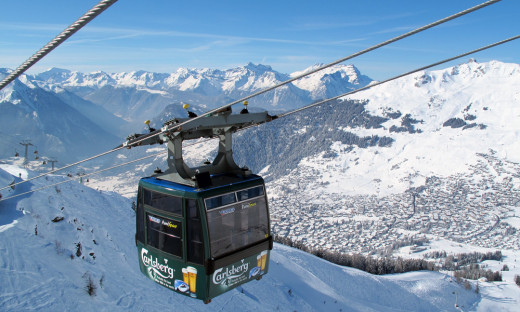 We enjoyed the panoramic views of the mountains and landscapes covered in snow while traveling in the cable car.