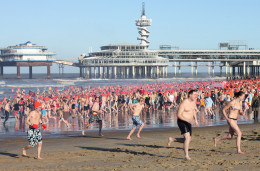 Look how fast these people are running to get out of the cold water in Nieuwjaarsduik Scheveningen in 2010.