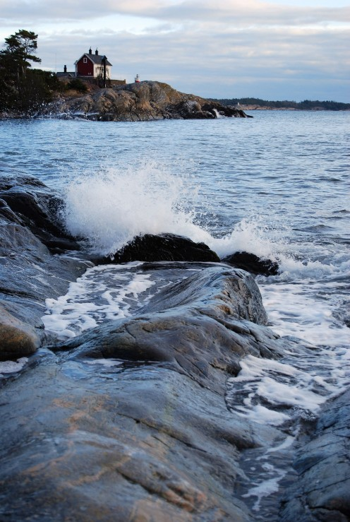 A small wave, captured in the archipelago of Sweden. Source; my own photos.