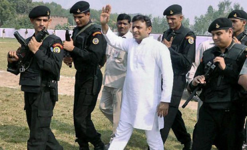 Akhilesh yadav with his security guards