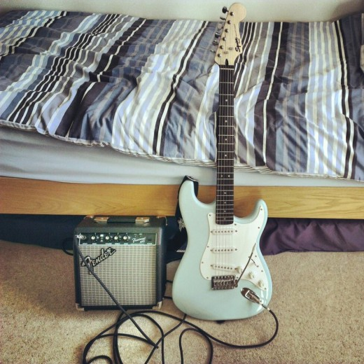 Squier Bullet Strat in Daphne Blue with Fender Frontman 10G Amp