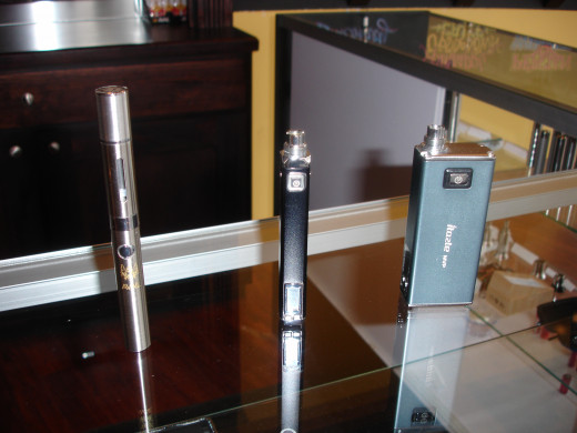 Shown in video, but not named, is the unit on the left.  It's the Avail Infuse with custom cap and Avail crest.  This is my favorite pocket e-cig.  Good vapor and taste.