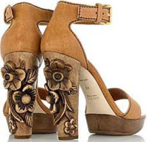 The high heel with a twist