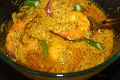 A sizzling hot dish of steamed prawns in mustard and coconut sauce.