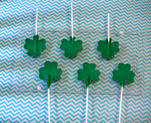 These easy to make shamrock chocolate lollipops are done in ten-fifteen minutes.