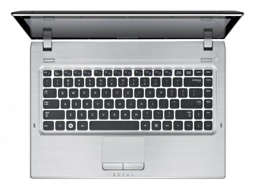 Samsung Q430 HD LED Laptop(Black Finish Aluminum Surface)