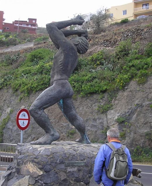Statue of the Guanche king Bentor at Mirador El Lance