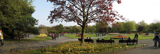 Dubliners enjoying St. Stephen's Green.