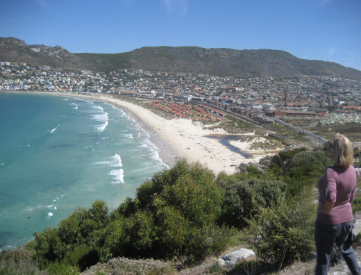 The view over our  beach  starting from the Clovelly end to Fish hoek  is about 1.5 kilometres (0.93 mi) long and quite flat, and the bay is protected from the currents and stronger surf in the rest of False Bay.