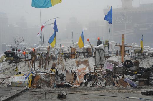 Anti-government protesters build a barricade in Maidan square. Kiev, December 12, 2013.