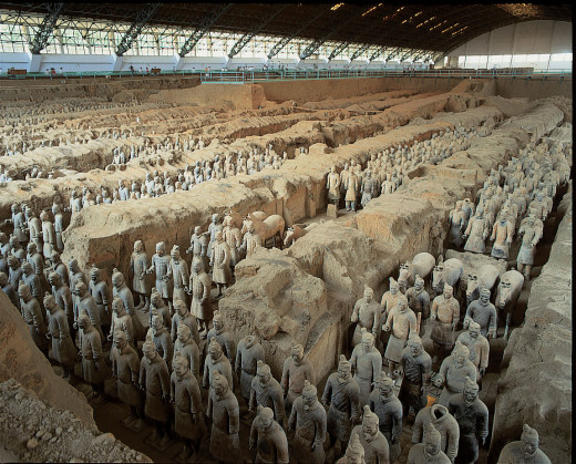 The First Emperor's tomb contined 7,500 life-size terracotta models of the emperor's army, from foot soldiers and crossbowmen to charioteers and officers. Each was based on a real-life soldier.