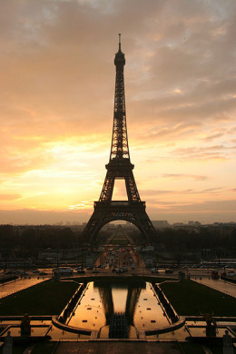 The Eiffel Tower (Paris, France) at Sunrise - January 11, 2005 by Tristan Nitot