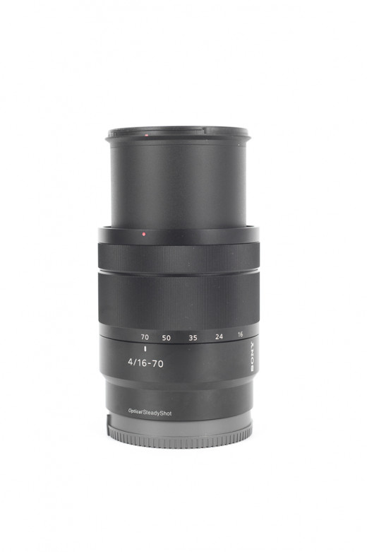 Sony Carl Zeiss 16 -70mm f / 4 OSS