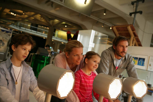 Family visiting the museum, ©Technisches Museum Wien