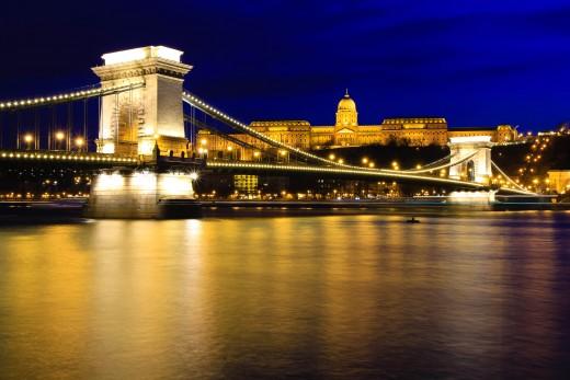 Tha Chain Bridge (Lánchíd) and the Buda Castle (Budai vár) at night