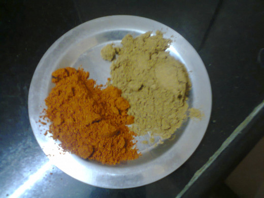 sambar masala (reddish) and coriander powder
