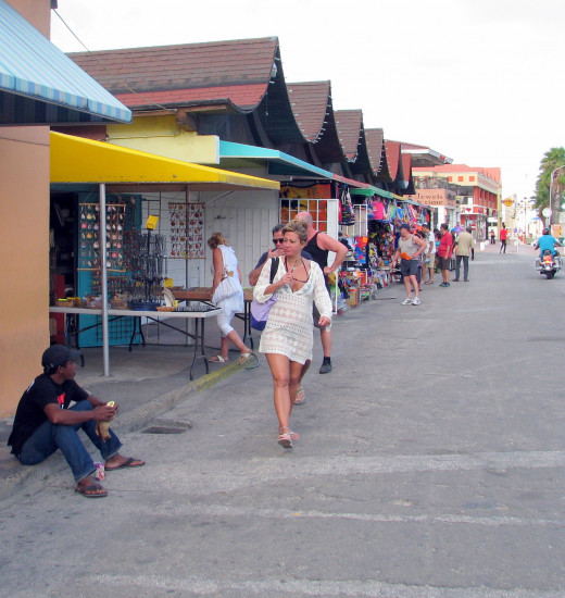 Open air markets like this one in Aruba are common at cruise ports. © Scott Bateman