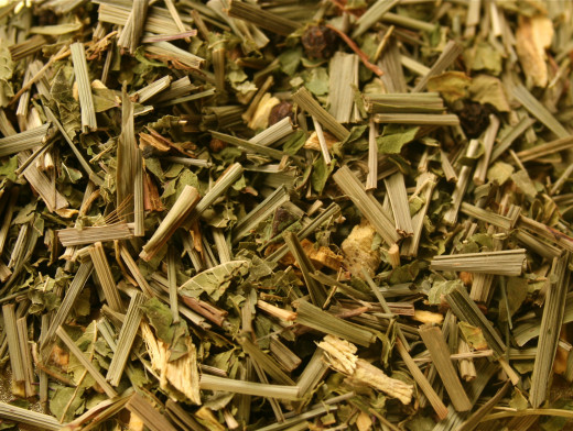 Dry  and cut lemongrass leaves
