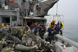 Recovering the wreckage of an aircraft and its Black box from the ocean in 2006