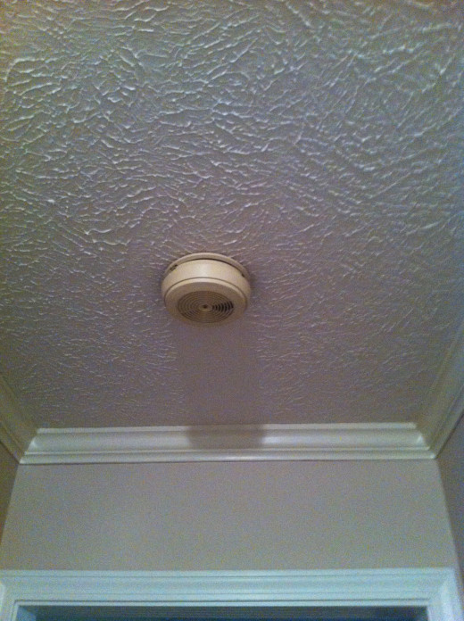 Old ceiling hard-wired detector.  No back up batteries and not working.