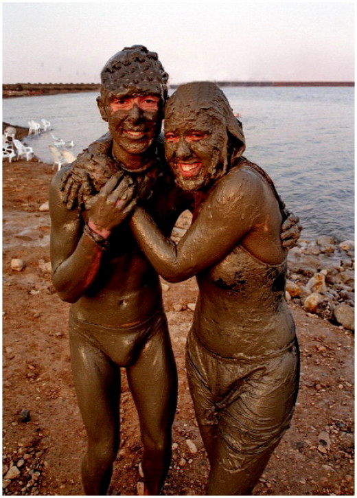 Dead sea mud bath - the mud of the Dead Sea has health and cosmetic uses.