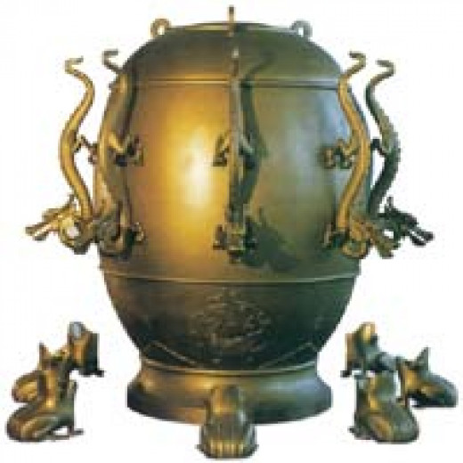 This ancient Chinese Didong instrument contains a construction that during an Earthquake one of the 8 Dragons throws a ball in the mouth of the frog or toad. It  implies that the ancient Chinese already knew that toads are good predictors.