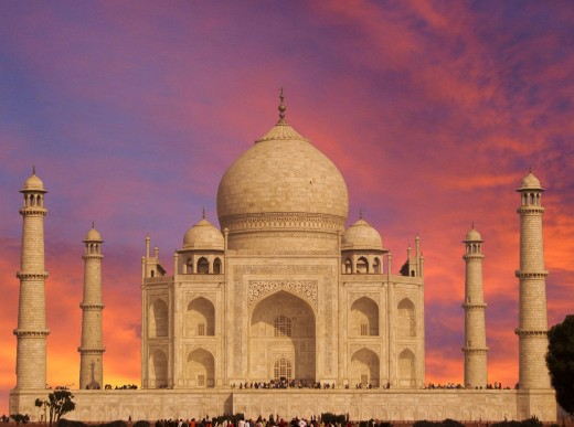 This pure white marble structure has become signature monument of Indian architecture, owing to its bewitching characteristic of the soft pink color of the dawn and fiery shades at dusk.