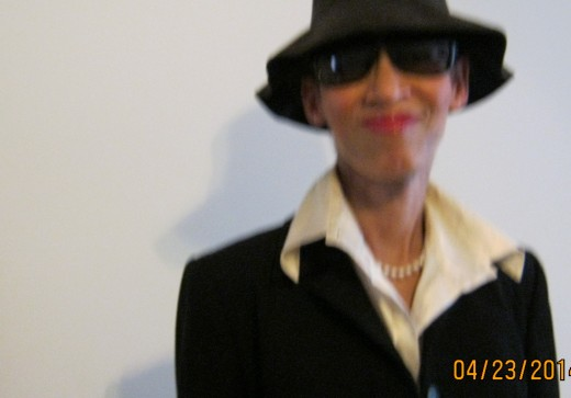I really felt like Audrey Hepburn in this black hat and shades.