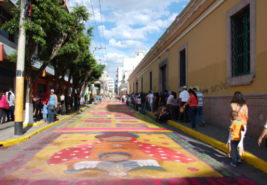 The Alfombra, a carpet of colored sawdust, made by hand and more than 30 blocks long, Avenida Cervantes, Tegucigalpa